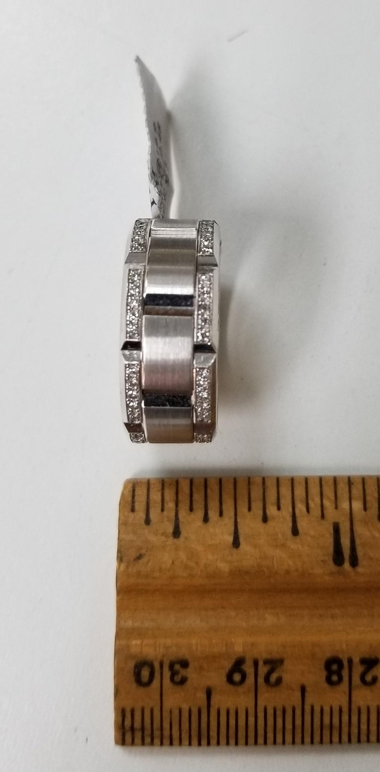 Round Cut 14 Karat White Gold Diamond Pavé Link Ring with Matte Finish For Sale