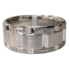 14 Karat White Gold Diamond Pavé Link Ring with Matte Finish