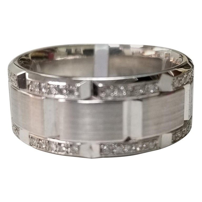 14 Karat White Gold Diamond Pavé Link Ring with Matte Finish For Sale