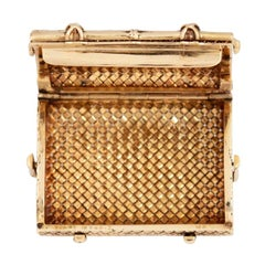 14 Karat Van Cleef & Arpels, New York Basket-Weave Pill Box