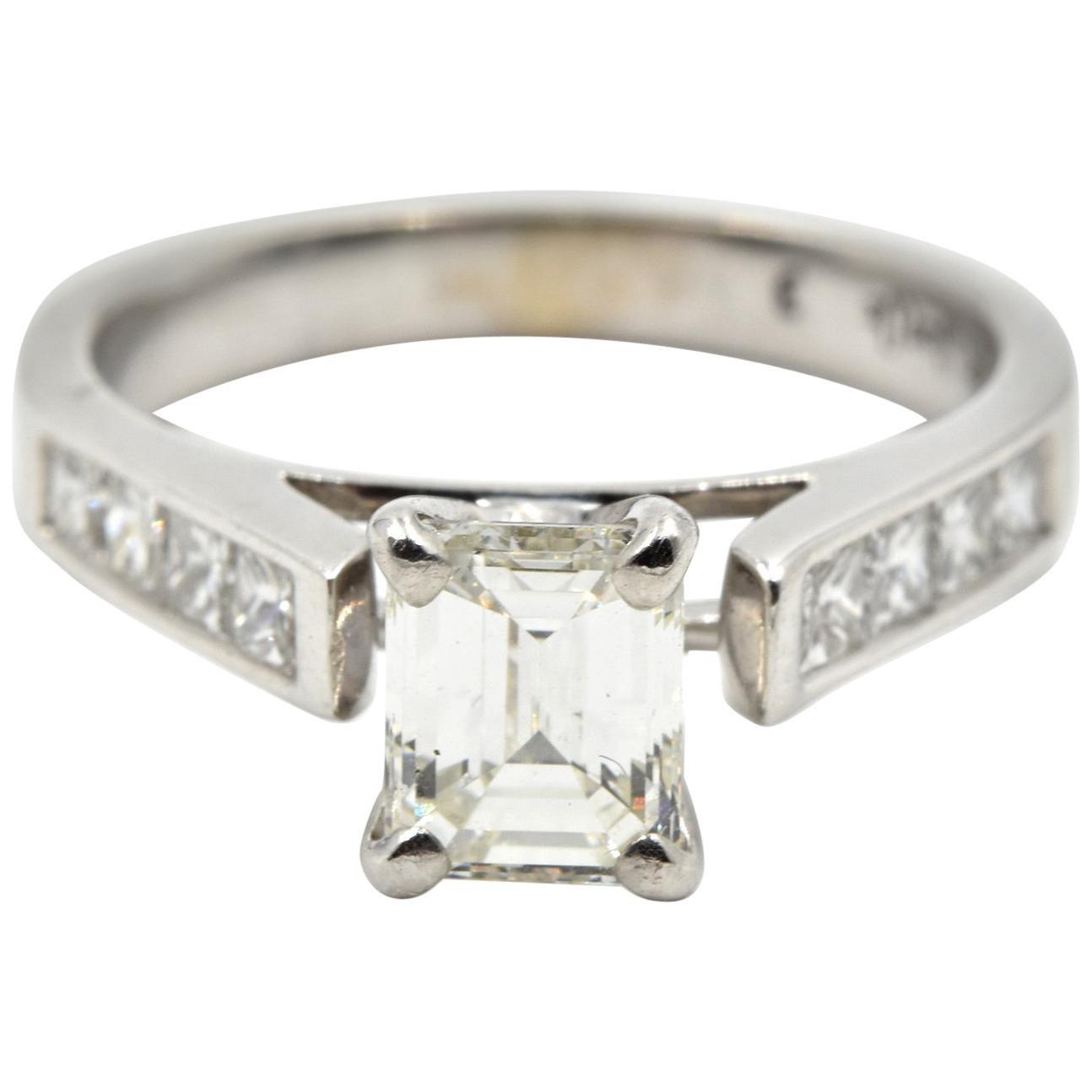 14 Karat White Gold 0.95 Carat Emerald Cut Centre Diamond Wedding Set
