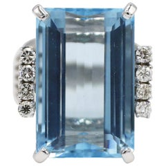 14 Karat White Gold 15 Carat Aquamarine and Diamond Cocktail Ring