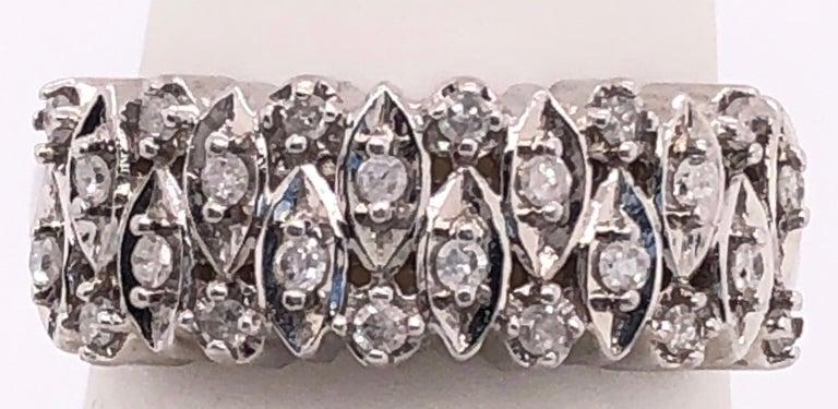 Round Cut 14 Karat White Gold and Diamond Wedding Band Bridal Ring For Sale