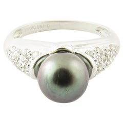 14 Karat White Gold Black Pearl and Diamond Ring