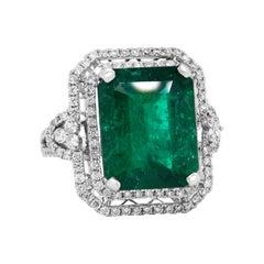 14 Karat White Gold Diamond 8.50 Carat Colombian Emerald Cocktail Ring
