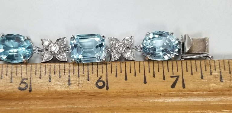 14 Karat White Gold Diamond and Blue Topaz Bracelet In New Condition For Sale In Los Angeles, CA