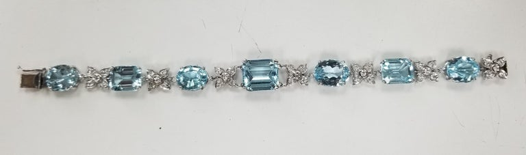 14 Karat White Gold Diamond and Blue Topaz Bracelet For Sale 1