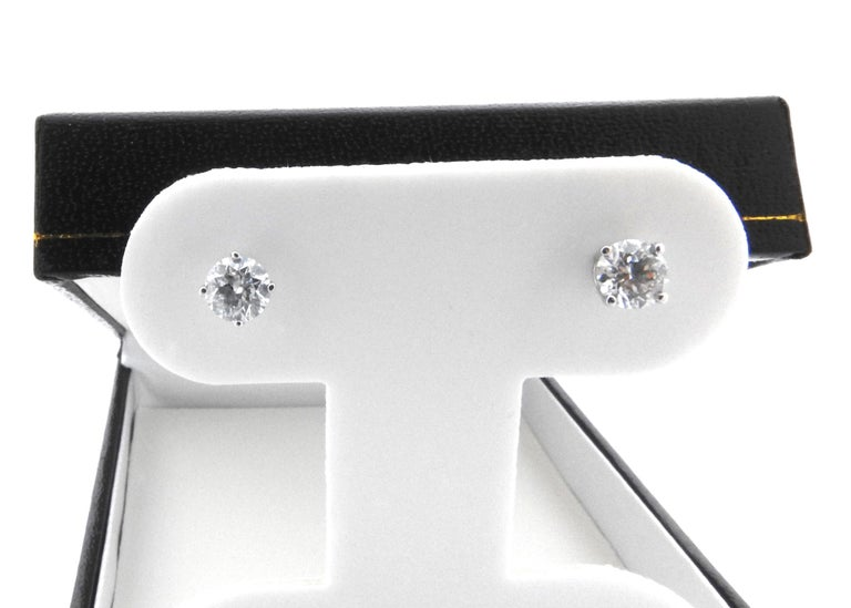 14 Karat White Gold Diamond Stud Earrings 1.0 Carat In Good Condition For Sale In New Milford, CT