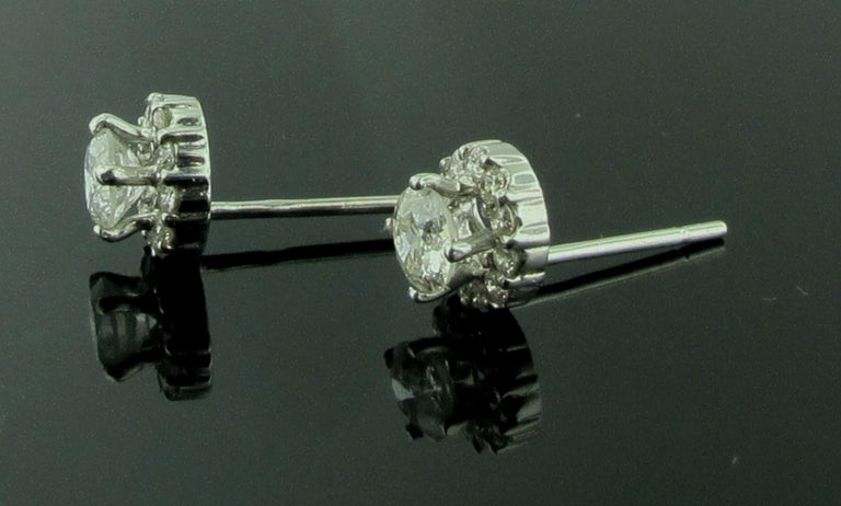 14 Karat White Gold Diamond Studs In Excellent Condition For Sale In Palm Desert, CA