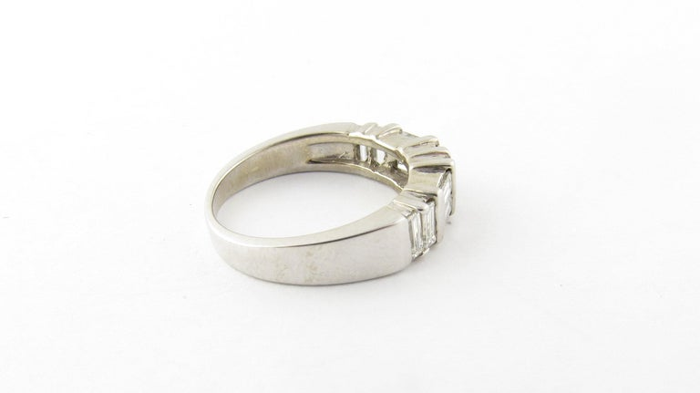 14 Karat White Gold Diamond Wedding Band In Excellent Condition For Sale In Washington Plaza, CT