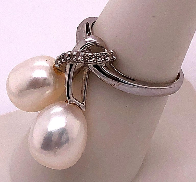 14 Karat White Gold Pearl and Diamond Freeform Ring In Good Condition For Sale In Stamford, CT