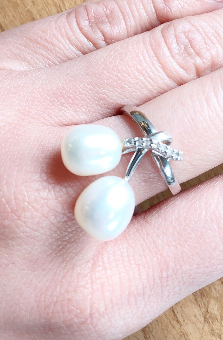 14 Karat White Gold Pearl and Diamond Freeform Ring For Sale 2