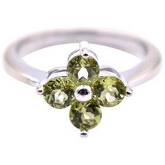 14 Karat White Gold Peridot Clover Ring
