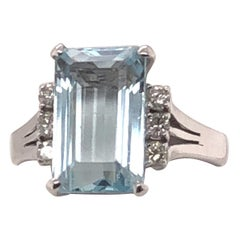 14 Karat White Gold Ring with 3.04 Carat Aquamarine and Diamond Ring