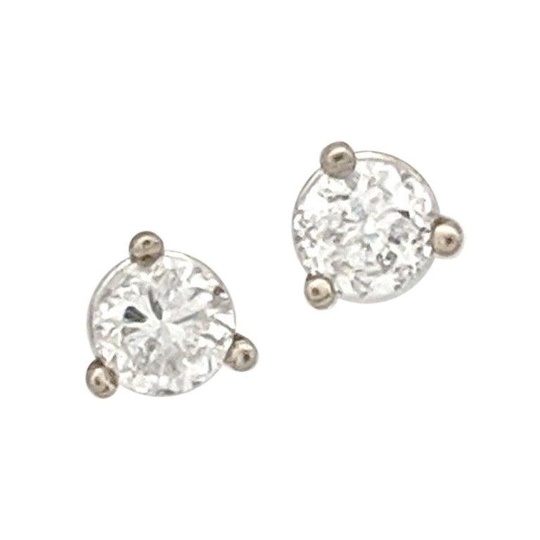 14 Karat White Gold Round Brilliant Cut Diamond Stud Earrings 30 Carat I1 H