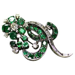 14 Karat White Gold Vintage Art Deco Style Emerald and Diamond Brooch