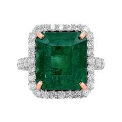 14 Karat White Rose Gold Diamond 8.90 Carat Colombian Emerald Cocktail Ring