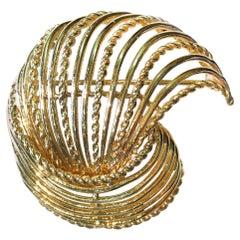 14 Karat Wire Shell Brooch