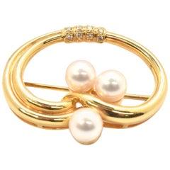 14 Karat Yellow Gold 0.12 Carat Round Diamond and Freshwater Pearl Pin