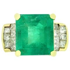 14 Karat Yellow Gold 6.85 Carat Emerald with 1.19 Carat in Diamond Ladies Ring