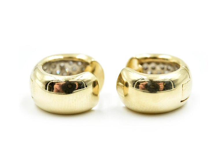 14 Karat Yellow Gold and 0.96 Carat Round Brilliant Diamond Huggie Earrings In Excellent Condition In Scottsdale, AZ