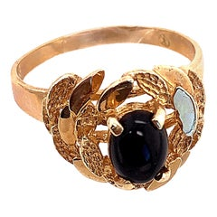 14 Karat Yellow Gold and Solitaire Cabochon Onyx Contemporary Ring