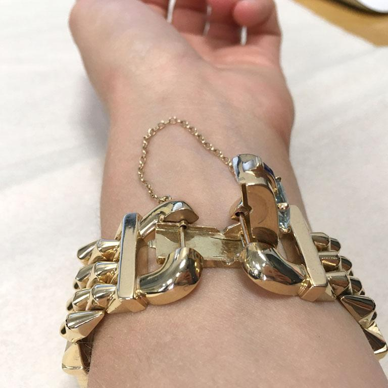 14 Karat Yellow Gold Aquamarine and Sapphire Flexible Ladies Bracelet In Excellent Condition For Sale In Montreal, Quebec