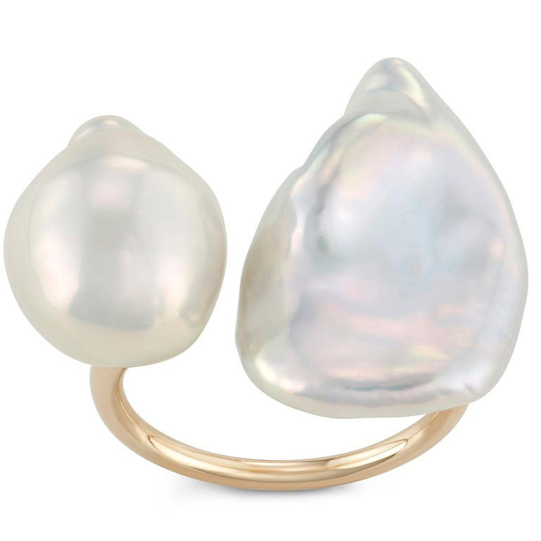 14 Karat Yellow Gold Baroque Pearl Statement Ring In New Condition For Sale In New York, NY