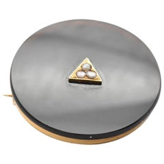 14 Karat Yellow Gold Black Onyx and Seeds Pearl Circle Pin