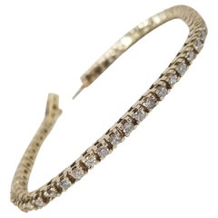14 Karat Yellow Gold Classic Diamond Tennis Bracelet 2.50 Carat