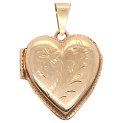 14 Karat Yellow Gold Contemporary Etched Design Heart Locket Pendant