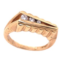 14 Karat Yellow Gold Contemporary Ring with Round Diamonds 0.20 TDW