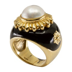 14 Karat Yellow Gold Cultured Mabé Pearl and Enamel Ring