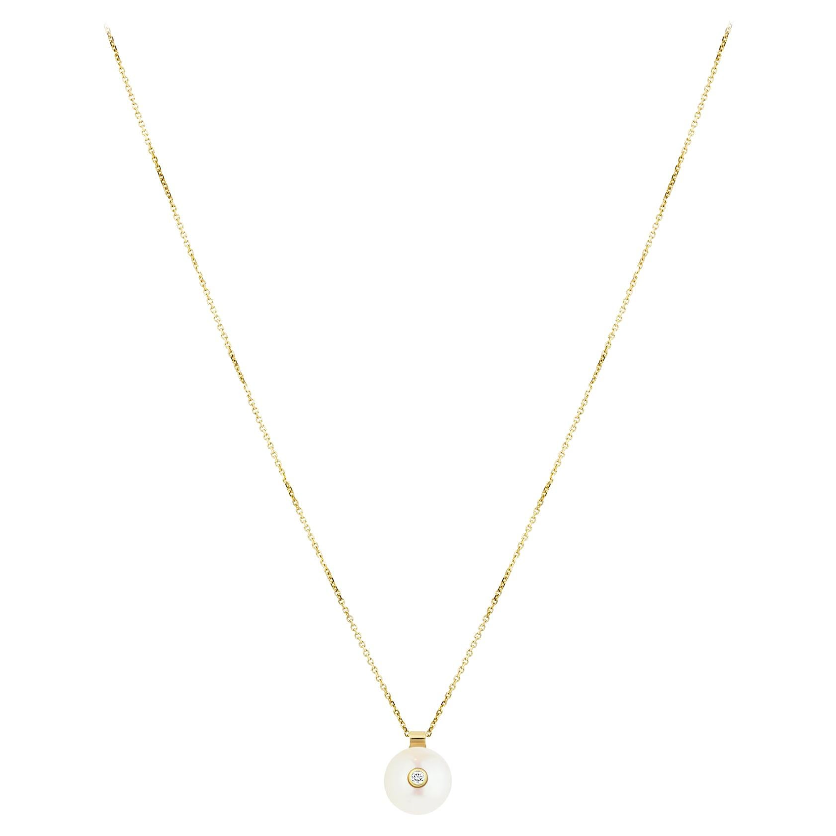 14 Karat Yellow Gold Diamond and White Pearl Necklace