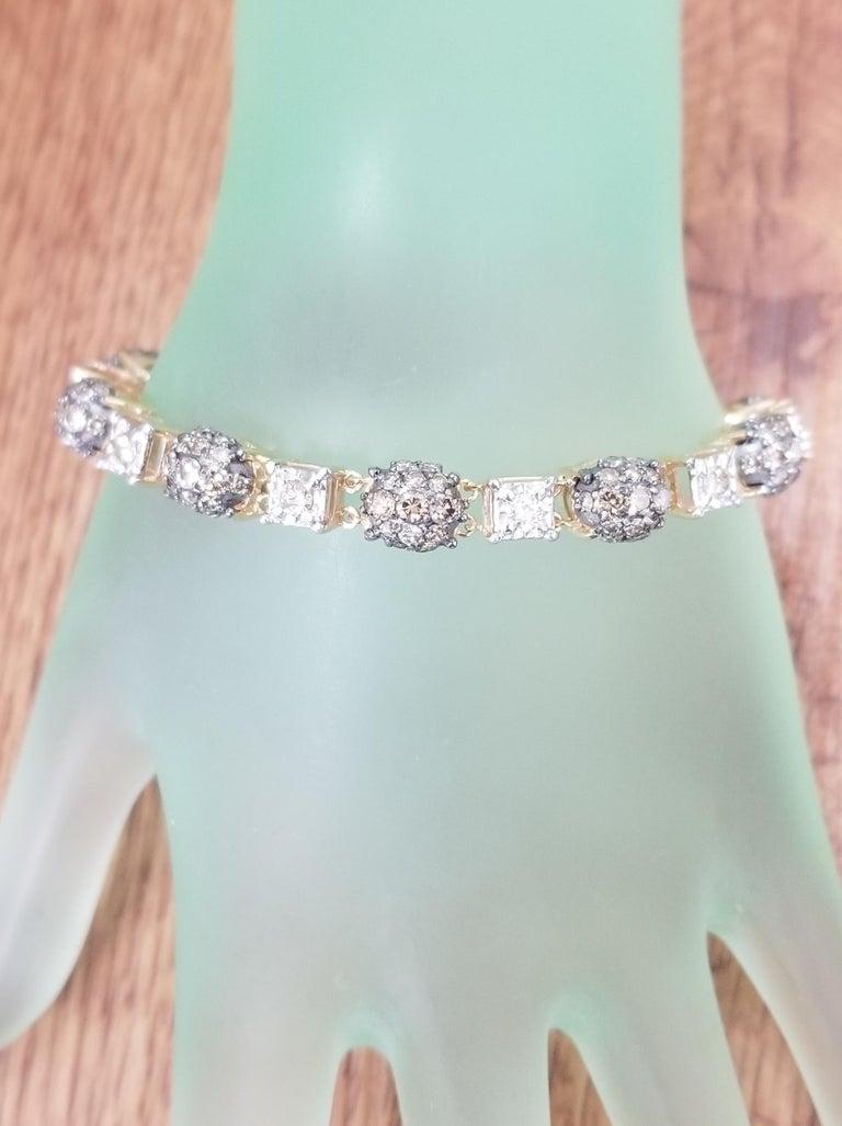 14 Karat Yellow Gold Diamond Link Bracelet with White and Conac Brown Diamonds For Sale 2