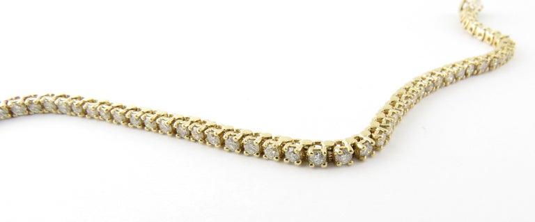 Round Cut 14 Karat Yellow Gold Diamond Tennis Bracelet 1.71 Carat For Sale