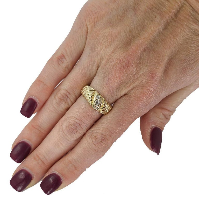 14 Karat Yellow Gold Diamond Three Stone Fashion Ring In Good Condition For Sale In Coral Gables, FL