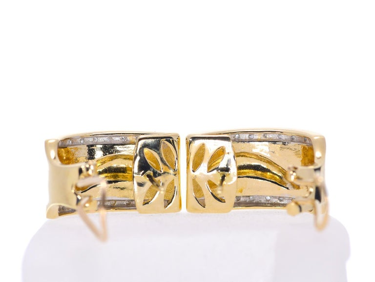 14 Karat Yellow Gold Dolphin Half Cuff with Diamonds Earrings 11.70 Grams In Excellent Condition For Sale In Daytona Beach, FL