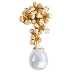 14 Karat Yellow Gold Drop Pendant Necklace with Diamonds and Moonstone