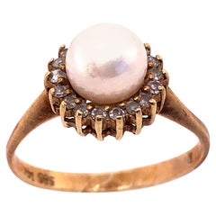 14 Karat Yellow Gold Fashion Pearl Ring with Diamonds