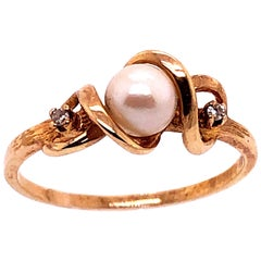 14 Karat Yellow Gold Fashion Pearl Ring with Round Diamonds