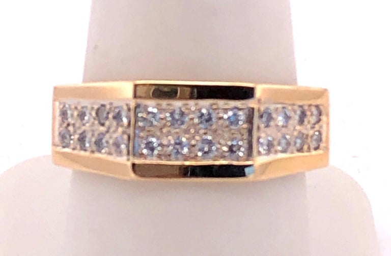 Round Cut 14 Karat Yellow Gold Fashion Ring with Diamonds For Sale