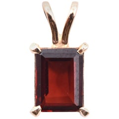14 Karat Yellow Gold Garnet Pendant
