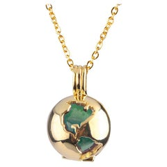 14 Karat Yellow Gold Globe and Round Green Jade Locket Pendant Necklace