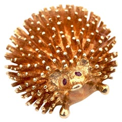 14 Karat Yellow Gold Hedgehog Pin