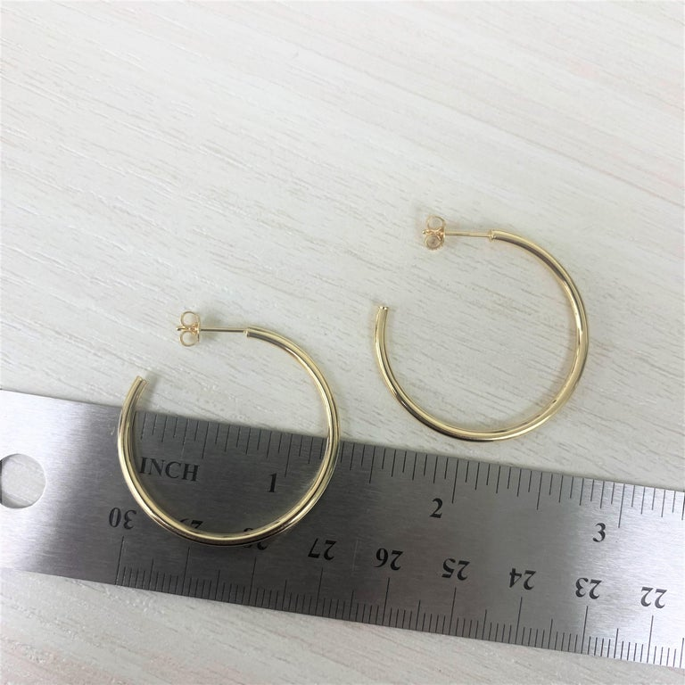 14 Karat Yellow Gold Hoop Earrings In New Condition For Sale In Great neck, NY