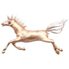 14 Karat Yellow Gold Horse Brooch