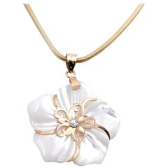 14 Karat Yellow Gold Mother of Pearl Flower Pendant