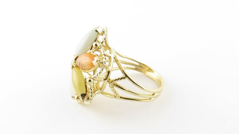 14 Karat Yellow Gold Multicolored Jade Ring In Good Condition For Sale In Greenwich, CT