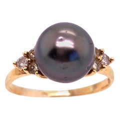 14 Karat Yellow Gold Ring Black Pearl Solitaire with Diamond Accents